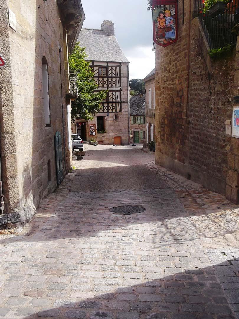 Amenagement-urbain---2013---Moncontour---restauration-a-lancienne-des-rues-et-venelles).jpg